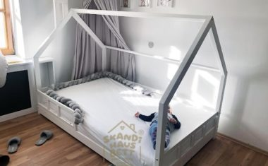 Ein Kinderbett ganz wie ein Häuschen – eine ausgezeichnete Wahl fürs Kinderzimmer!
